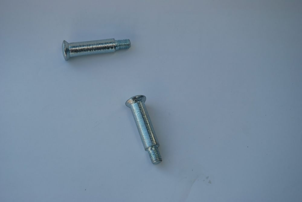 Engine cover mounting bolts